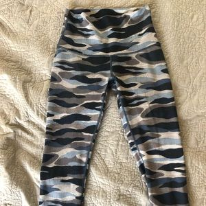 Blue Camo Cropped Wunder Unders